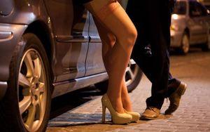 Nữ PG 20 tuổi đi 'tàu nhanh' và móc nối cho đồng nghiệp bán dâm giá 2 triệu đồng/lượt