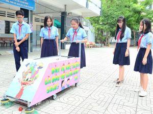 Học sinh THCS chế tạo xe tự động phân loại rác