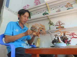 Mô hình kiểng bonsai bằng dây đồng của thanh niên Ngọc Anh