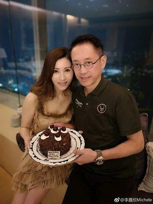 'Hoa hậu đẹp nhất Hong Kong' trẻ trung bất ngờ trong tiệc sinh nhật tuổi 49