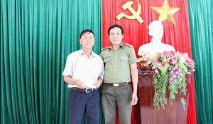 CATP Đà Nẵng thăm, tặng quà cho ông Nguyễn Khắc Huệ bị thương khi thực hiện nhiệm vụ