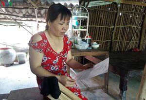 Dạy hơn chục năm vẫn một bậc lương, giáo viên ở Cà Mau mệt mỏi chờ đợi