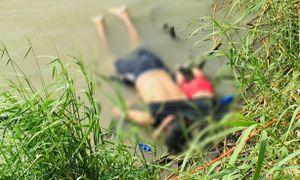 Cha con di cư chết úp mặt ở biên giới Mỹ - Mexico gây rúng động