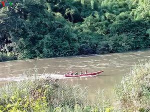 Chồng mất tích khi cứu vợ con bị lật xuồng trên sông Đồng Nai