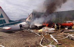 Máy bay Nga bốc cháy ngùn ngụt sau cú hạ cánh khẩn cấp