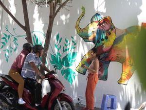 Vẽ tranh tường dọc đất nước kêu gọi bảo vệ động vật hoang dã