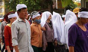Xóm nhỏ trắng khăn tang tiễn đưa ngư dân tử nạn trên tàu cá bị chìm gần đảo Bạch Long Vĩ