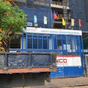 Đà Nẵng: Kiểm tra thông tin móc cần cẩu tại công trình 23 tầng rơi xuống đất lõm cả đường