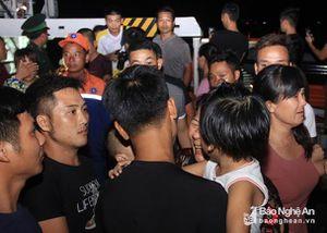 Cảm động giây phút trùng phùng của 7 thuyền viên trong vụ chìm tàu ở Bạch Long Vĩ cùng người thân