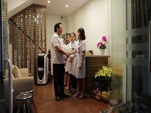 TS.Nguyễn Hồng Siêm thăm và làm việc tại Trung tâm Da liễu Đông Y Chân Nguyên