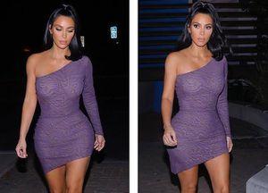 Kim Kardashian sành điệu đi ăn tối với đầm lệch vai màu tím nhã nhặn