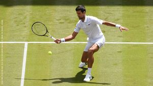 Wimbledon: Djokovic cần 3 tiếng đồng hồ để vào vòng 4, nhưng cánh tay phải của anh bất ngờ bị loại