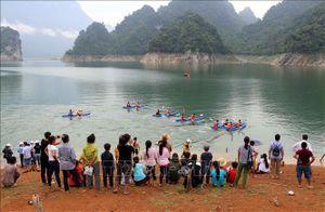 Sôi động hội đua thuyền Kayak trên hồ thủy điện Tuyên Quang
