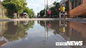 Cận cảnh tuyến đường biến thành đầm lầy, 'bẫy' người đi đường nhiều năm ở Hải Phòng