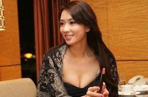Siêu mẫu Lâm Chí Linh mang thai lần đầu ở tuổi 45?