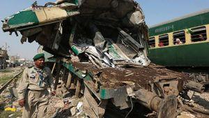 Va chạm tàu hỏa ở Pakistan, gần 80 người thương vong