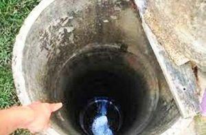 Soi đèn xuống giếng nước, ông ngoại bàng hoàng phát hiện thi thể cháu trai 7 tuổi