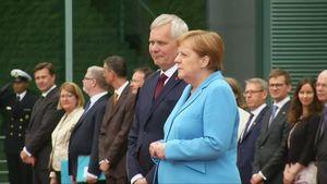 Căn bệnh khiến Thủ tướng Đức Angela Merkel run lẩy bẩy là gì?