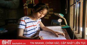 Cô học trò nghèo miền núi Hà Tĩnh nuôi ước mơ trở thành bác sĩ