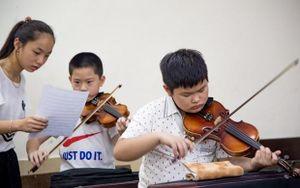 Dàn nhạc giao hưởng nhí đầu tiên ở Việt Nam biểu diễn gây quỹ từ thiện