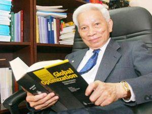 Giáo sư Hoàng Tụy, cây đại thụ của toán học Việt Nam qua đời