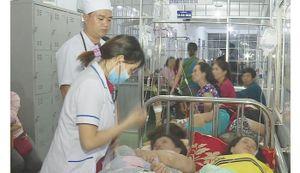 Hàng trăm người nhập viện sau khi ăn tiệc cưới