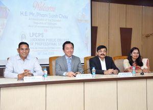 'Học bổng Đại sứ' chắp cánh ước mơ cho học sinh nghèo