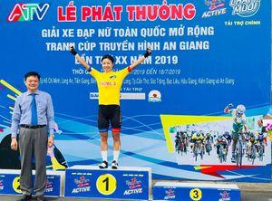Giải xe đạp nữ Truyền hình An Giang: Kim Hyun Ji mặc cả áo xanh lẫn áo vàng