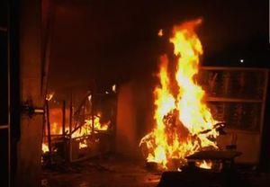 Kẻ xấu ném bom xăng, đốt cửa hàng của một bà mẹ đơn thân