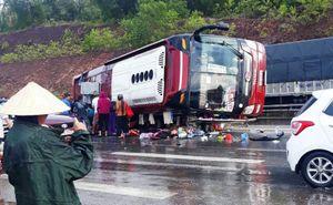 Xe khách lật trên quốc lộ 1A, nhiều hành khách bị thương