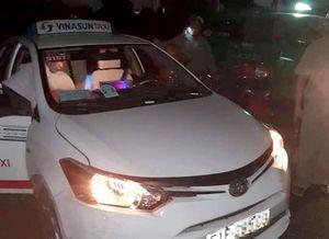 Bắt 2 thanh niên cứa cổ tài xế taxi ở Long An