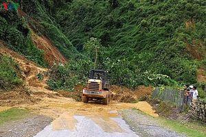 Sạt lở gây ách tắc và cô lập cục bộ nhiều vùng ở Lại Châu