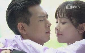 Lý Hiện nói về cảnh hôn với Dương Tử: 'Cô ấy mượn cơ hội ăn hiếp tôi, cắn còn để lại dấu răng nữa'