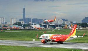 Ngừng hàng loạt chuyến bay do ảnh hưởng của bão số 3