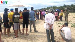 Tìm thấy thi thể 2 em học sinh bị sóng cuốn trôi tại Đà Nẵng