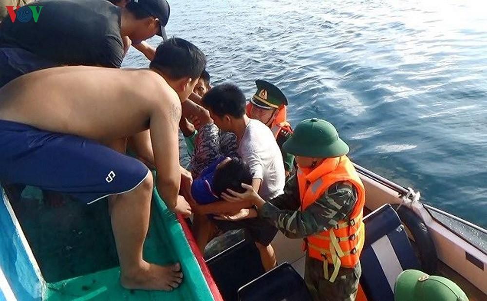 Cứu sống ngư dân bị đột quỵ trên biển