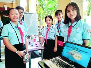 Học sinh lớp 8 sáng chế 'Xe vệ sinh đa năng'