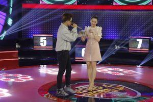 Giọng ải giọng ai: Trấn Thành 'ghen' khi Hari Won hát cùng trai đẹp