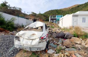 Sau 9 tháng, hiện trường thảm họa vỡ 'hồ vô cực' vẫn là đống đổ nát