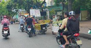 Hà Nội: Bán đảo Linh Đàm được 'đặc cách' để 3 làn ô tô dưới lòng đường, vỉa hè?
