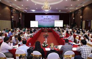 Nhiều chuyên gia quốc tế tới Việt Nam tìm hiểu giải pháp phòng trừ sâu keo mùa thu hiệu quả