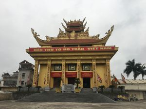 Đền khổng lồ thờ thần… tồn nghi