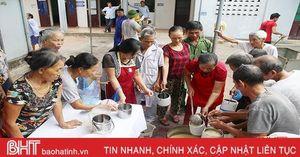 6 cụ bà Hà Tĩnh góp lương hưu, nấu cháo cho bệnh nhân nghèo