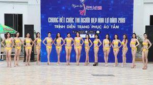 Thí sinh Cuộc thi Người đẹp Hoa Lư 2019 trình diễn áo tắm