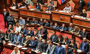 Thủ tướng Italia từ chức: Cuộc khủng hoảng mới