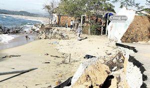 Công trình đê, kè chống sạt lở ven biển ở Quảng Ngãi: Nơi chờ vốn, chỗ đợi dân