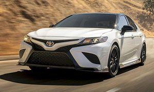 Xe Toyota Camry TRD 2020 bán ra từ 742 triệu đồng