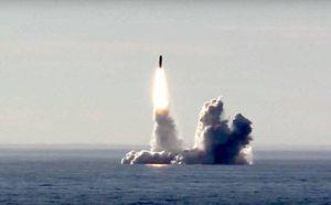 Chiêm ngưỡng sức mạnh tên lửa đạn đạo Bulava phóng từ tàu ngầm hạt nhân của Nga