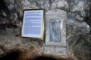 Về chuyến ngự giá Bắc tuần của vua Khải Định và tấm bia đá ở hang Đầu Gỗ