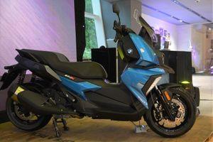 Đắt gấp đôi, BMW C400X có gì nổi bật hơn Vespa GTS 300 HPE?